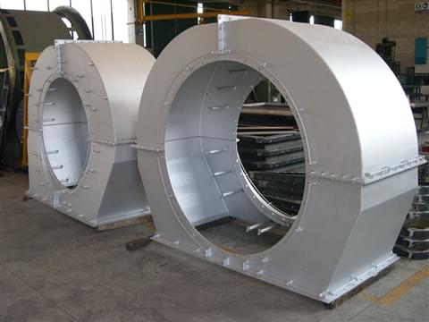 Inlet and discharge conveyors and ducts
